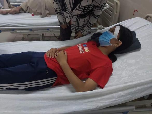 Thêm vụ đánh nữ sinh nhập viện sau khi va quẹt giao thông - Ảnh 1.