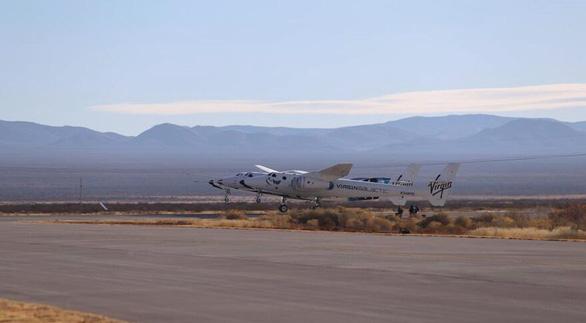 Tàu du lịch không gian bay nửa đường phải quay về vì 'mất lửa' - Ảnh 2.