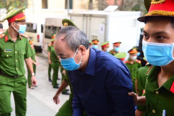 Xét xử ông Đinh La Thăng và 19 đồng phạm gây thất thoát 725 tỉ đồng - Ảnh 4.