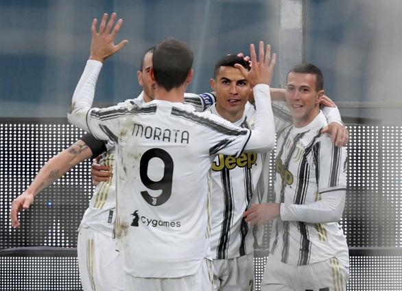 Ronaldo lập cú đúp trong ngày kỉ niệm trận đấu 100 cho Juventus - Ảnh 3.