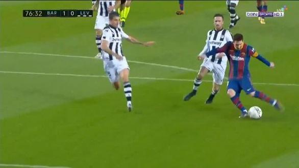 Messi ghi bàn thắng muộn giúp Barca vươn lên... thứ 8 - Ảnh 2.
