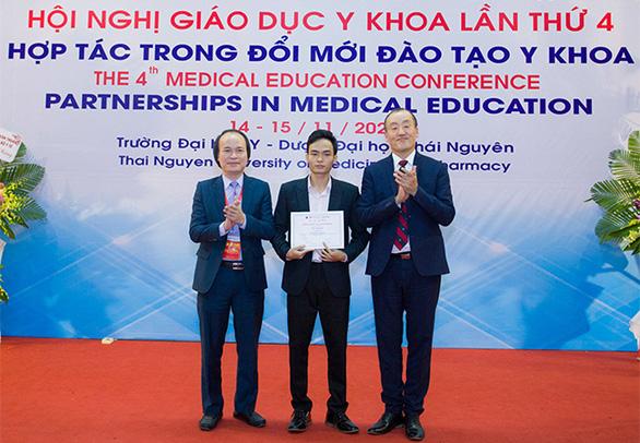 Sinh viên y khoa DTU giành giải nhất cuộc thi viết tiểu luận - Ảnh 2.