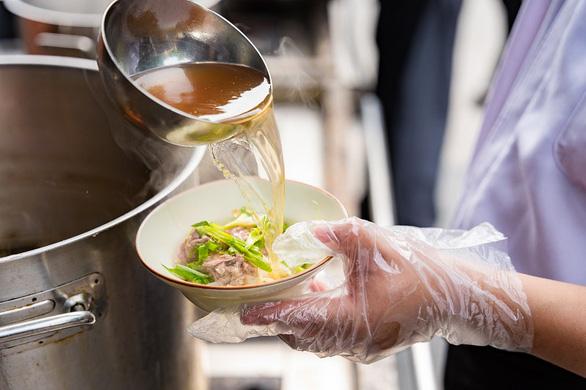 Vinpearl khoe món ăn quốc dân trong Lễ hội phở năm châu - Ảnh 2.
