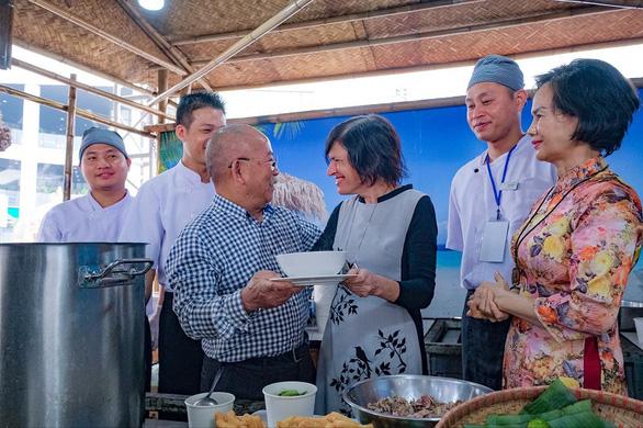 Vinpearl khoe món ăn quốc dân trong Lễ hội phở năm châu - Ảnh 3.
