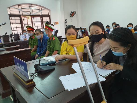 Tài xế xe Mercedes tông nữ tiếp viên Vietnam Airlines hầu tòa - Ảnh 2.