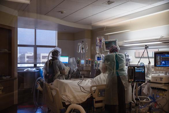 Chưa đầy 4 tuần, Mỹ ghi nhận thêm 50.000 người chết vì COVID-19 - Ảnh 1.