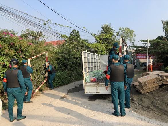 TP.HCM: Tháo dỡ 38 căn nhà xây dựng trái phép ở phường Hiệp Bình Chánh - Ảnh 2.