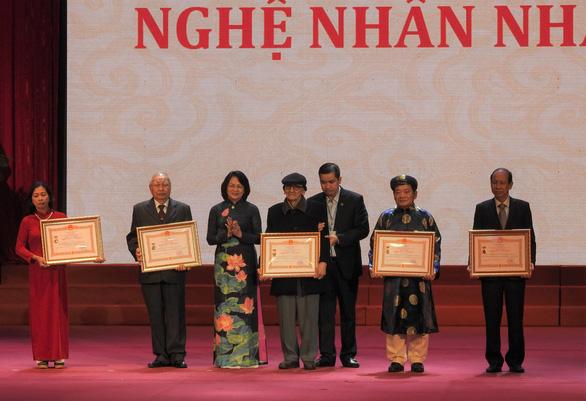 Trao tặng, truy tặng danh hiệu Nghệ nhân nhân dân, Nghệ nhân ưu tú cho 77 nghệ nhân - Ảnh 1.