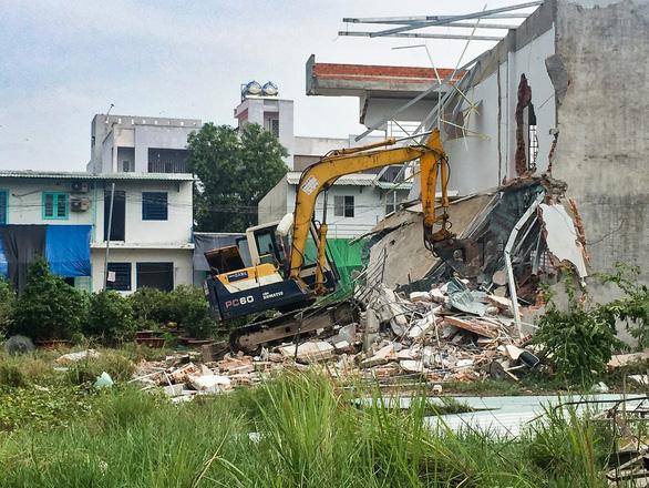 TP.HCM: Tháo dỡ 38 căn nhà xây dựng trái phép ở phường Hiệp Bình Chánh - Ảnh 5.