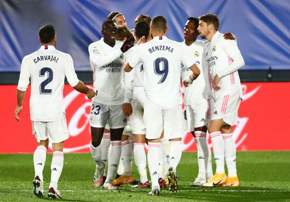 Benzema lập cú đúp, Real Madrid khuất phục 10 người Athletic Bilbao - Ảnh 1.