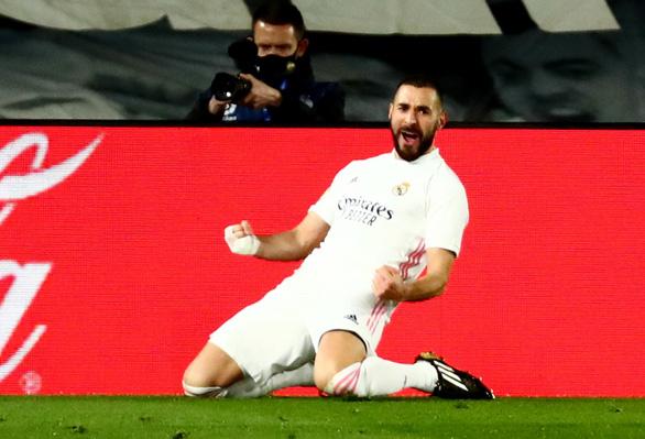 Benzema lập cú đúp, Real Madrid khuất phục 10 người Athletic Bilbao - Ảnh 3.