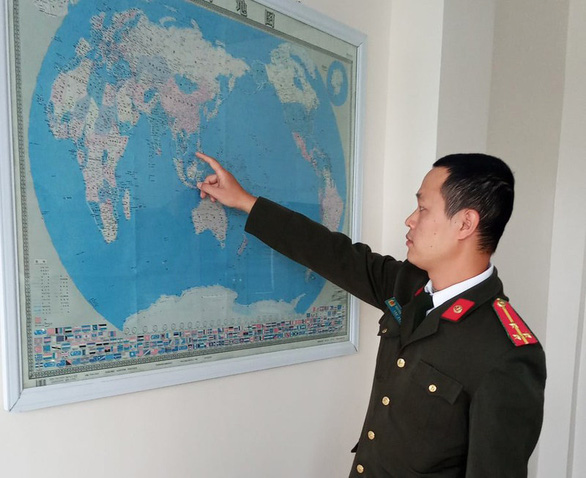 Thu giữ bản đồ đường lưỡi bò treo trong công ty Trung Quốc ở Hải Dương - Ảnh 1.