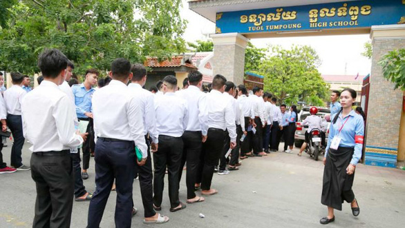 Thủ tướng Campuchia cho tất cả học sinh lớp 12 tốt nghiệp không cần thi - Ảnh 1.