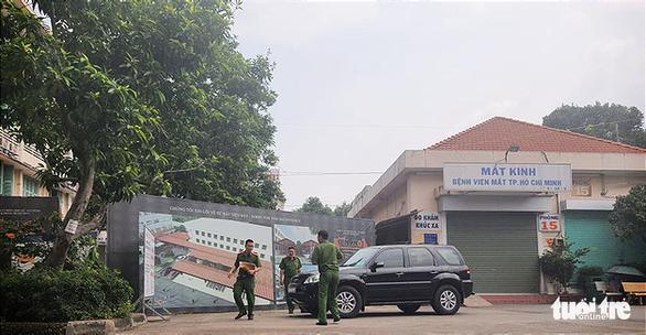 Đình chỉ công tác 2 lãnh đạo Bệnh viện Mắt TP.HCM để phục vụ điều tra - Ảnh 2.