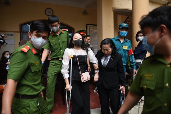 Phạt tài xế xe Mercedes tông nữ tiếp viên Vietnam Airlines 7 năm 6 tháng tù - Ảnh 2.