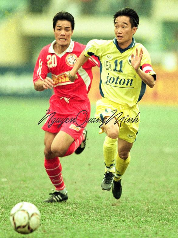 Tái hiện trận derby lịch sử giữa CLB Quân đội - CLB Công an Hà Nội trên sân Hàng Đẫy - Ảnh 1.