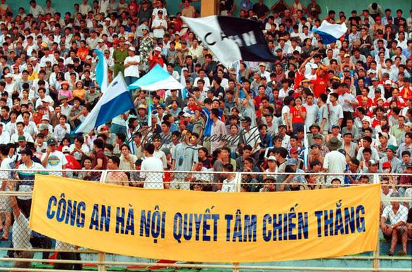 Tái hiện trận derby lịch sử giữa CLB Quân đội - CLB Công an Hà Nội trên sân Hàng Đẫy - Ảnh 2.