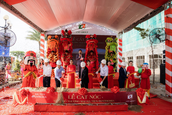 Sôi động giao dịch tại lễ cất nóc nhà phố thương mại Ha Tien Centroria - Ảnh 2.