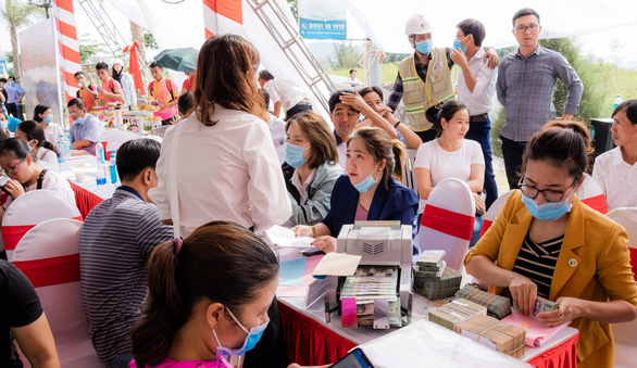 Sôi động giao dịch tại lễ cất nóc nhà phố thương mại Ha Tien Centroria - Ảnh 6.