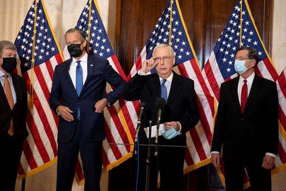 Ông Biden nói chuyện với lãnh đạo phe đa số ở Thượng viện McConnell - Ảnh 2.