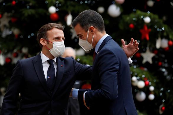 Nhiều lãnh đạo châu Âu tự cách ly do đã tiếp xúc Tổng thống Pháp - Ảnh 1.