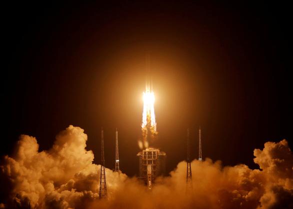 Tàu khám phá Mặt Trăng của Trung Quốc trở về mang theo 2kg đá - Ảnh 6.