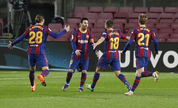 Thắng ngược 'hiện tượng' Sociedad, Barca trở lại cuộc đua vô địch - Ảnh 2.