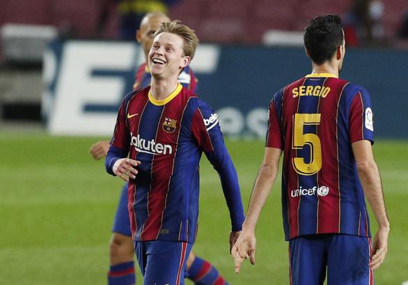 Thắng ngược 'hiện tượng' Sociedad, Barca trở lại cuộc đua vô địch - Ảnh 3.