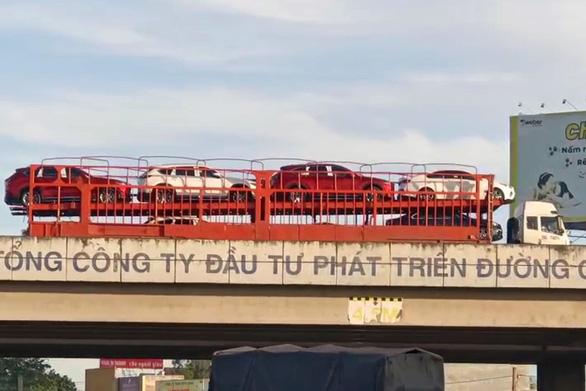 Tài xế lùi xe trên cao tốc TP.HCM - Long Thành - Dầu Giây nói chạy lố đường - Ảnh 1.