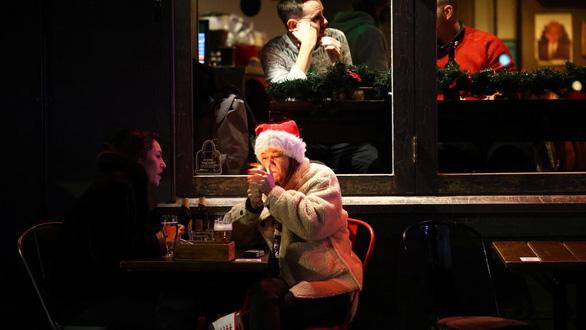 Giáng sinh sẽ rất buồn ở châu Âu - Ảnh 3.
