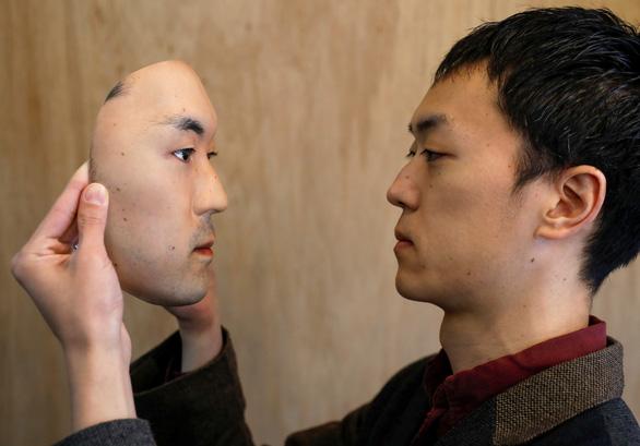 Mặt nạ người 3D thật đến rợn người giá 950 USD ở Nhật - Ảnh 4.