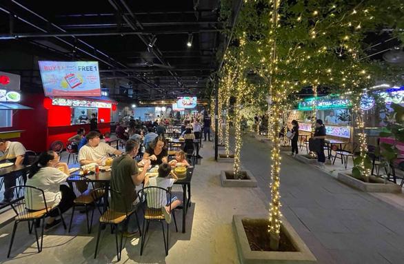 Ăn món Thái, Hàn, Malaysia... không cần đi đâu xa, chỉ cần qua quận 2 - Ảnh 1.
