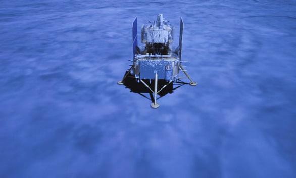 Tàu khám phá Mặt Trăng của Trung Quốc trở về mang theo 2kg đá - Ảnh 1.