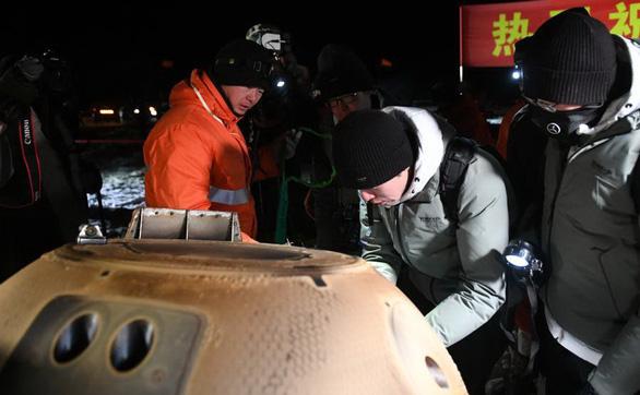 Tàu khám phá Mặt Trăng của Trung Quốc trở về mang theo 2kg đá - Ảnh 4.