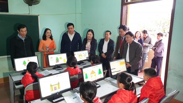 Tặng 100 máy tính cho học sinh vùng lũ Quảng Trị - Ảnh 1.