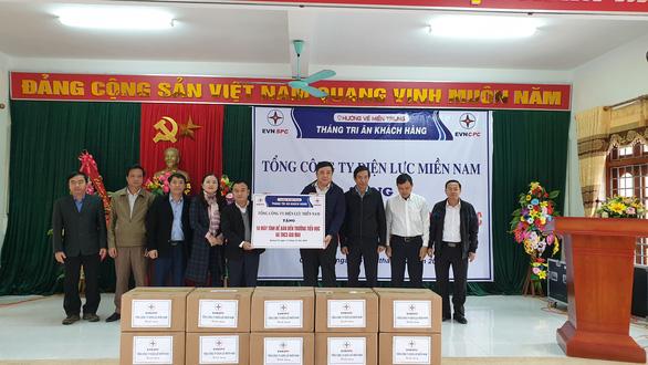 Tặng 100 máy tính cho học sinh vùng lũ Quảng Trị - Ảnh 2.