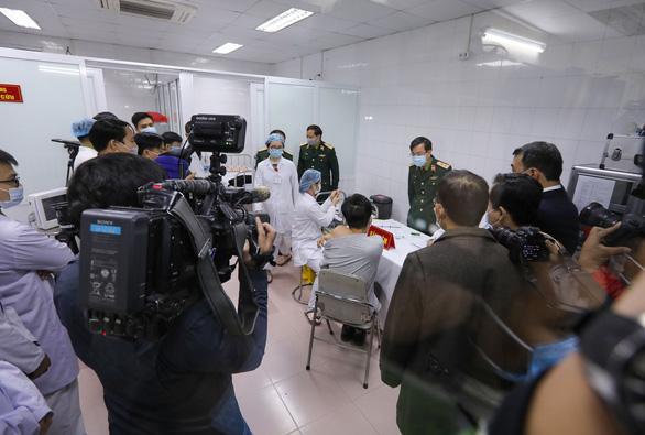 Thứ trưởng Bộ Y tế: Sớm xem xét đề xuất cấp phép khẩn cấp vắc xin Nano Covax - Ảnh 1.
