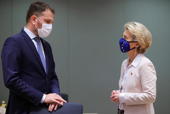 Thủ tướng Slovakia mắc COVID-19: 'Tôi là một trong số các bạn' - Ảnh 1.