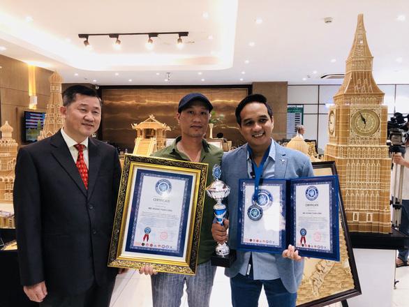 Nguyễn Văn Chung xác lập kỷ lục Việt Nam, Thế Hiển được tặng biểu tượng Hoa tre - Ảnh 2.