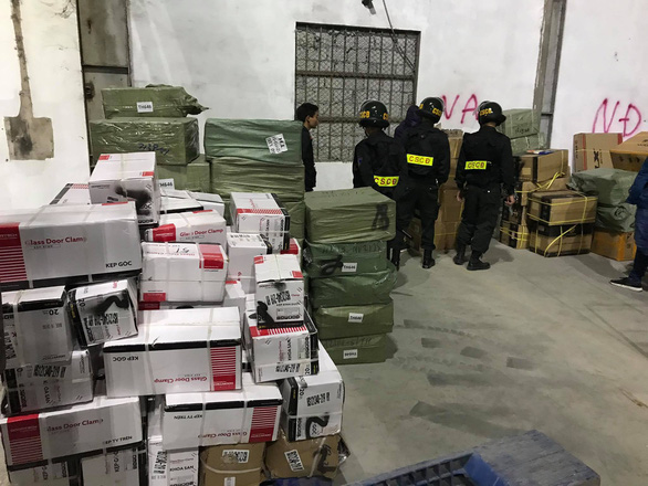Phá đường dây buôn lậu lớn tại Móng Cái, thu giữ hơn 500 tấn hàng - Ảnh 1.