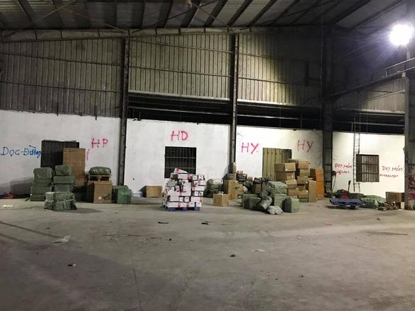 Phá đường dây buôn lậu lớn tại Móng Cái, thu giữ hơn 500 tấn hàng - Ảnh 2.