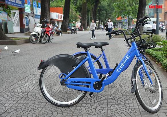 Thí điểm xe đạp công cộng Mobike  ở trung tâm TP.HCM giá 10.000 đồng/giờ - Ảnh 1.