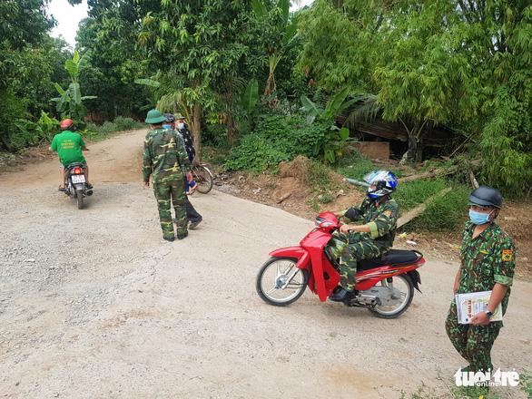 An Giang sẽ tiếp nhận 102 cán bộ chi viện phòng chống COVID-19 giáp Campuchia - Ảnh 1.