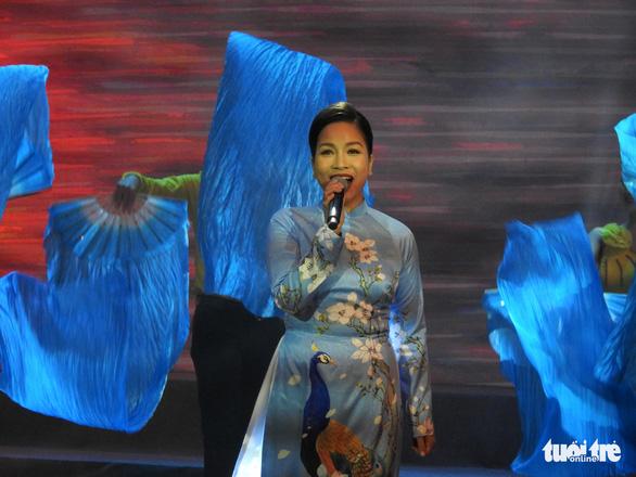 Mỹ Linh, Tùng Dương, Khánh Linh hát về biển, đảo - Ảnh 2.
