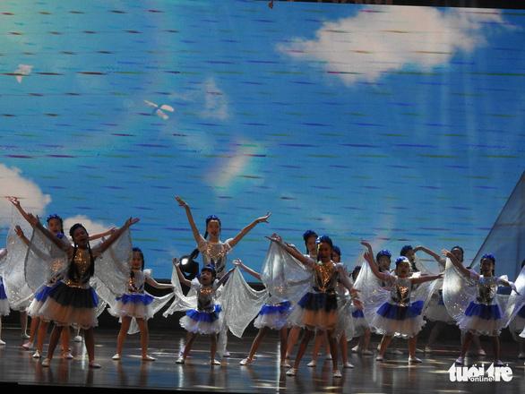 Mỹ Linh, Tùng Dương, Khánh Linh hát về biển, đảo - Ảnh 7.