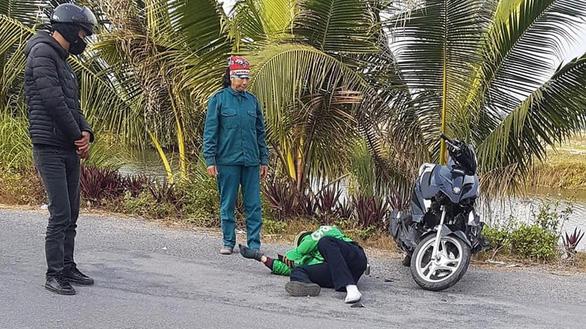 Thanh niên xăm trổ tông gãy chân tài xế Grab còn thách thức công an - Ảnh 2.