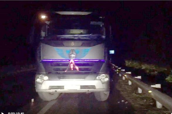 Tài xế xe tải chạy ngược chiều 29km trên cao tốc bị phạt 17 triệu đồng - Ảnh 1.