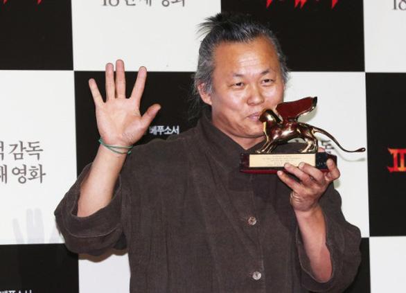 Showbiz Hàn 2020:  Vẫn scandal, thiệt hại vì COVID-19 và chấn động những cái chết - Ảnh 4.