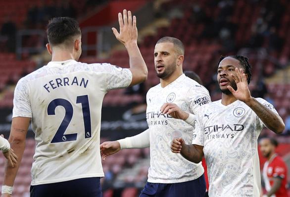 Sterling tỏa sáng, Man City tìm lại niềm vui chiến thắng trước Southampton - Ảnh 2.