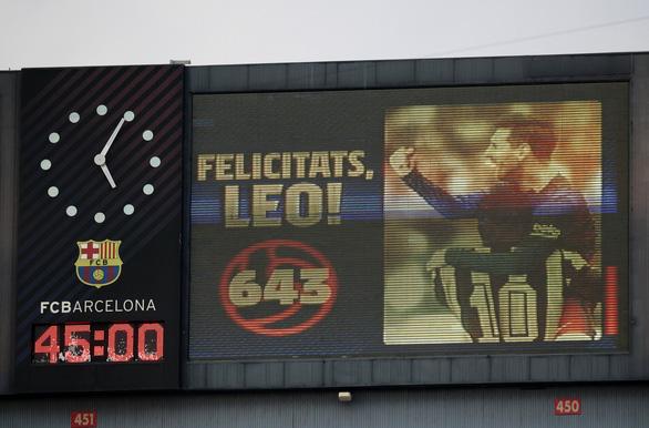Messi sút hỏng phạt đền và đánh đầu ghi bàn san bằng kỷ lục 643 bàn của Pele - Ảnh 1.